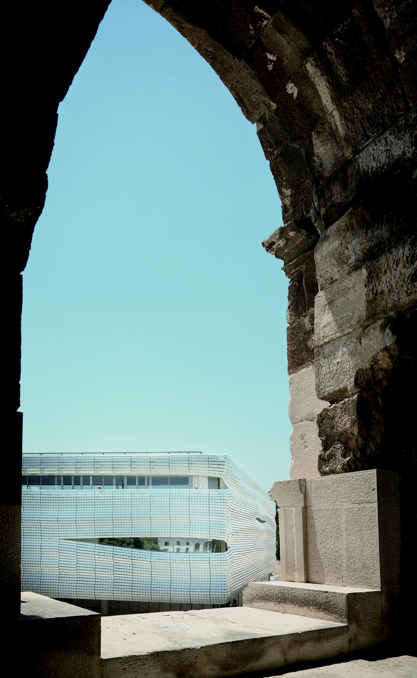 There is a transparent ground floor from which visitors can view the Arena, topped by a shimmering glass façade