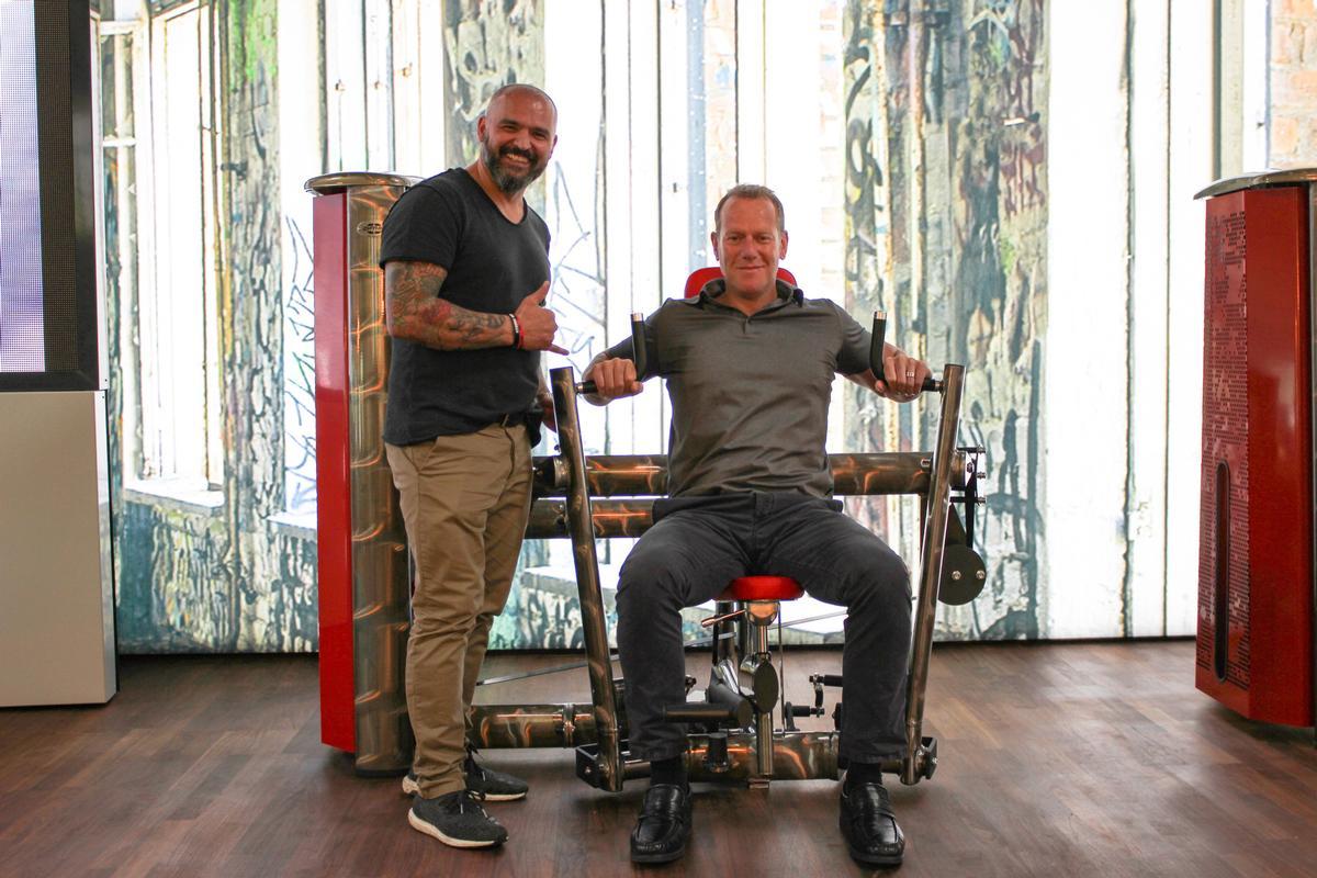 Gym80 CEO Simal Yilmaz (left) with Dyaco International's Daniel Clayton / Dyaco International