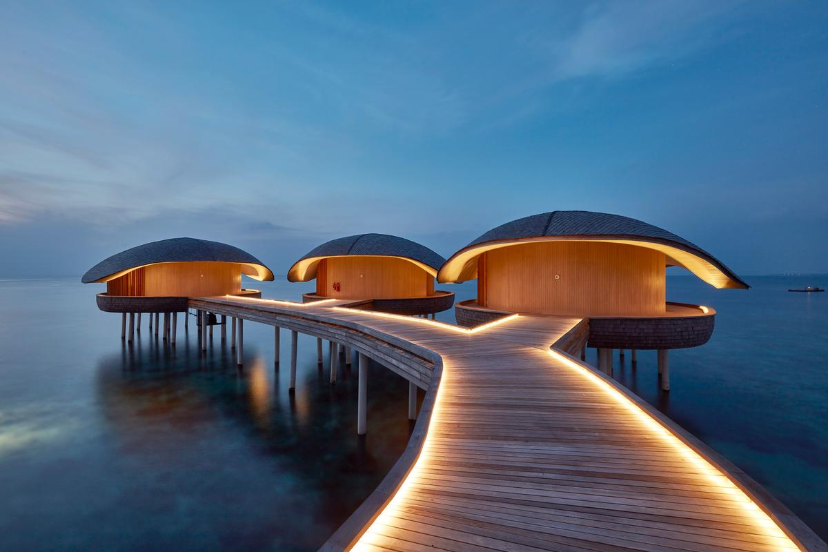 The luxury hotel, which was recognised in several categories at the AHEAD Asia Awards 2018, is spread across 77 villas / WOW Architects