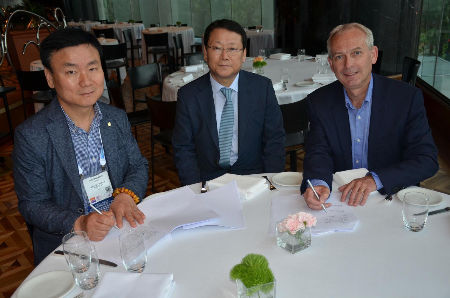 Choi Hyo Seob, president of Busan Air Cruise, and Choi Sam Seob, chairman of Busan Air Cruise, with Picsolve CEO David Hockley