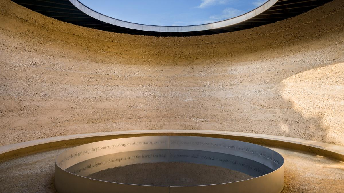 Inside, visitors are led through a circular labyrinth into a central chamber, where the sky is visible through a wide oculus above a pool of water / Andrew Butler