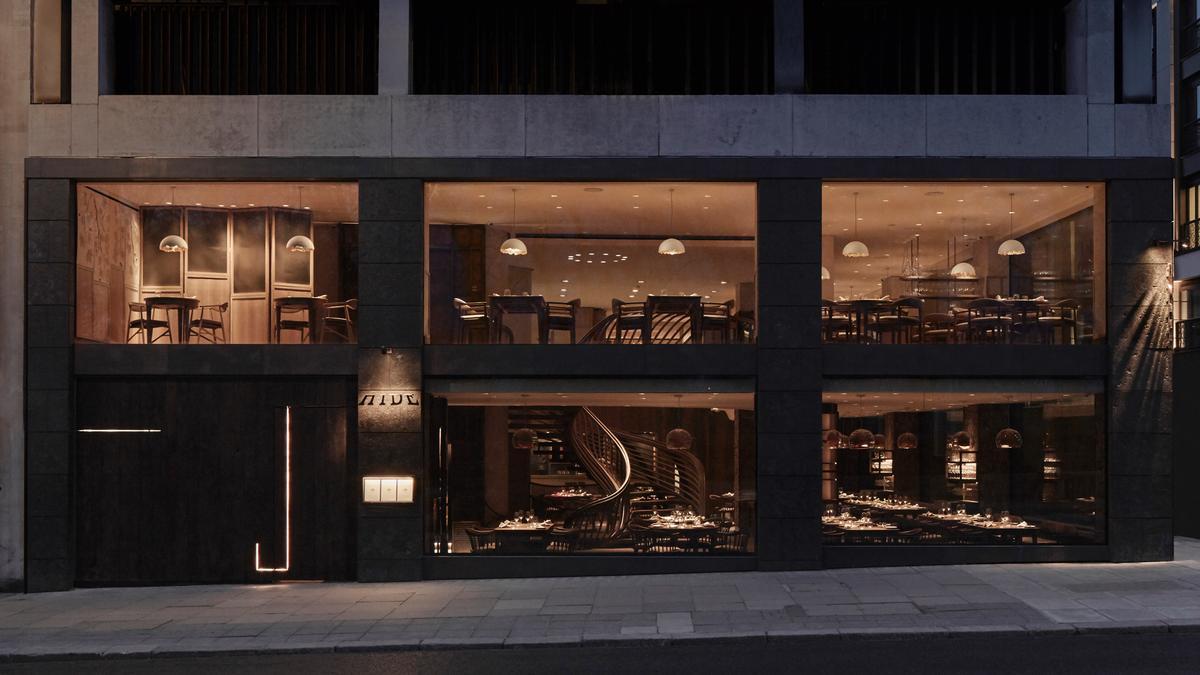 The brainchild of Michelin star chef Ollie Dabbous, Hide overlooks Mayfair's Green Park / Joakim Blockstrom