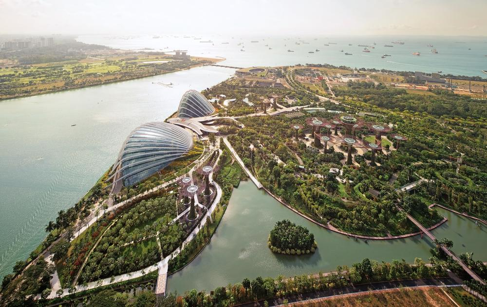 The 101-hectare Gardens by the Bay features three separate gardens. Wilkinson Eyre were part of a British-led team that designed the award-winning Cooled Conservatories / Photo: Darren Soh