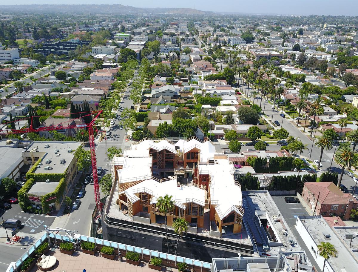 Housing 18 residencies in total, the Gardenhouse is located along Wilshire Boulevard