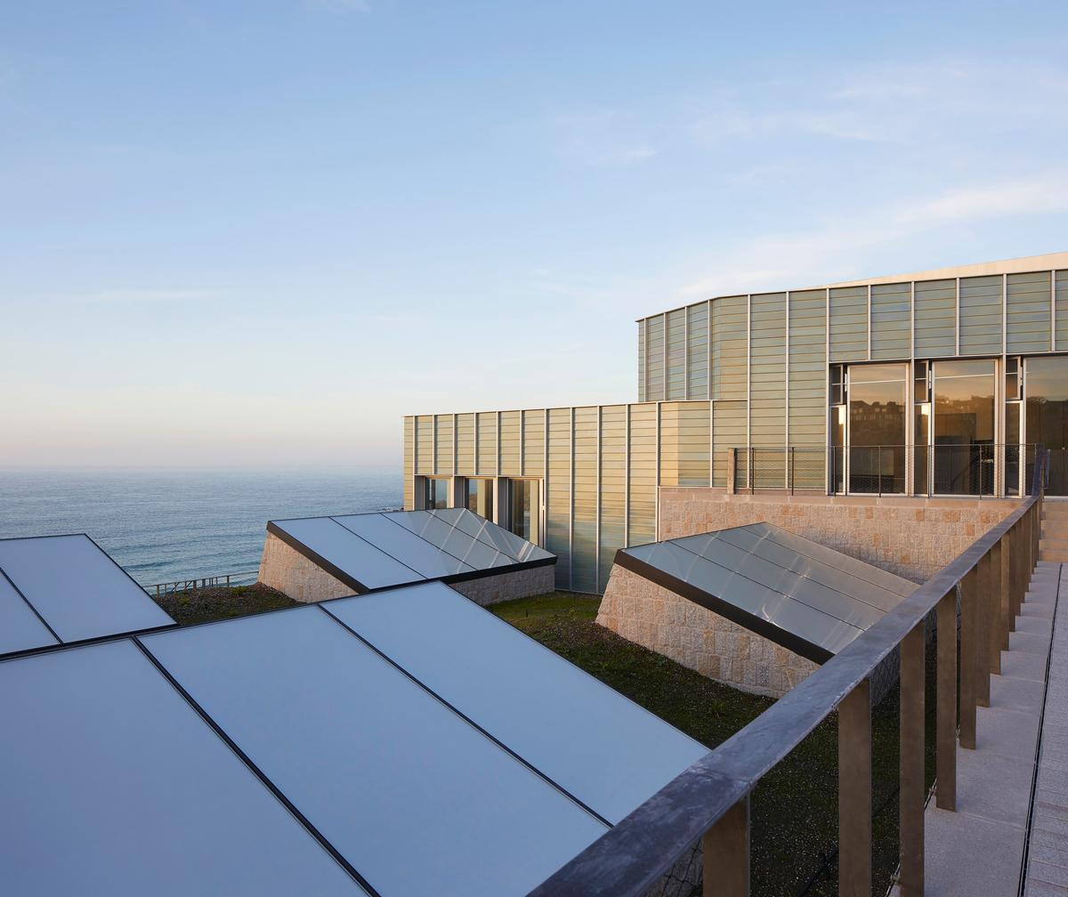 The £20m cliffside extension of the Tate St. Ives opened in October 2017 and has since received the 2018 Museum of the Year prize / Hufton + Crow