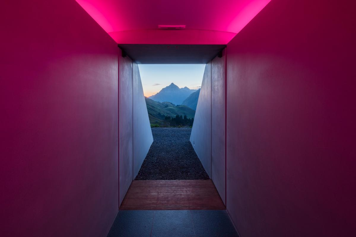 Visitors can access the exhibition room via a 15-metres-long passageway / Photo by Florian Holzherr, courtesy of James Turrell