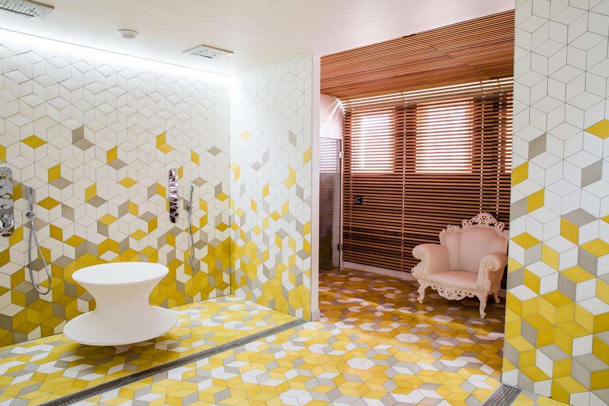Le Spa L'Occitane uses a palette of yellow, brown and white / L'Occitane
