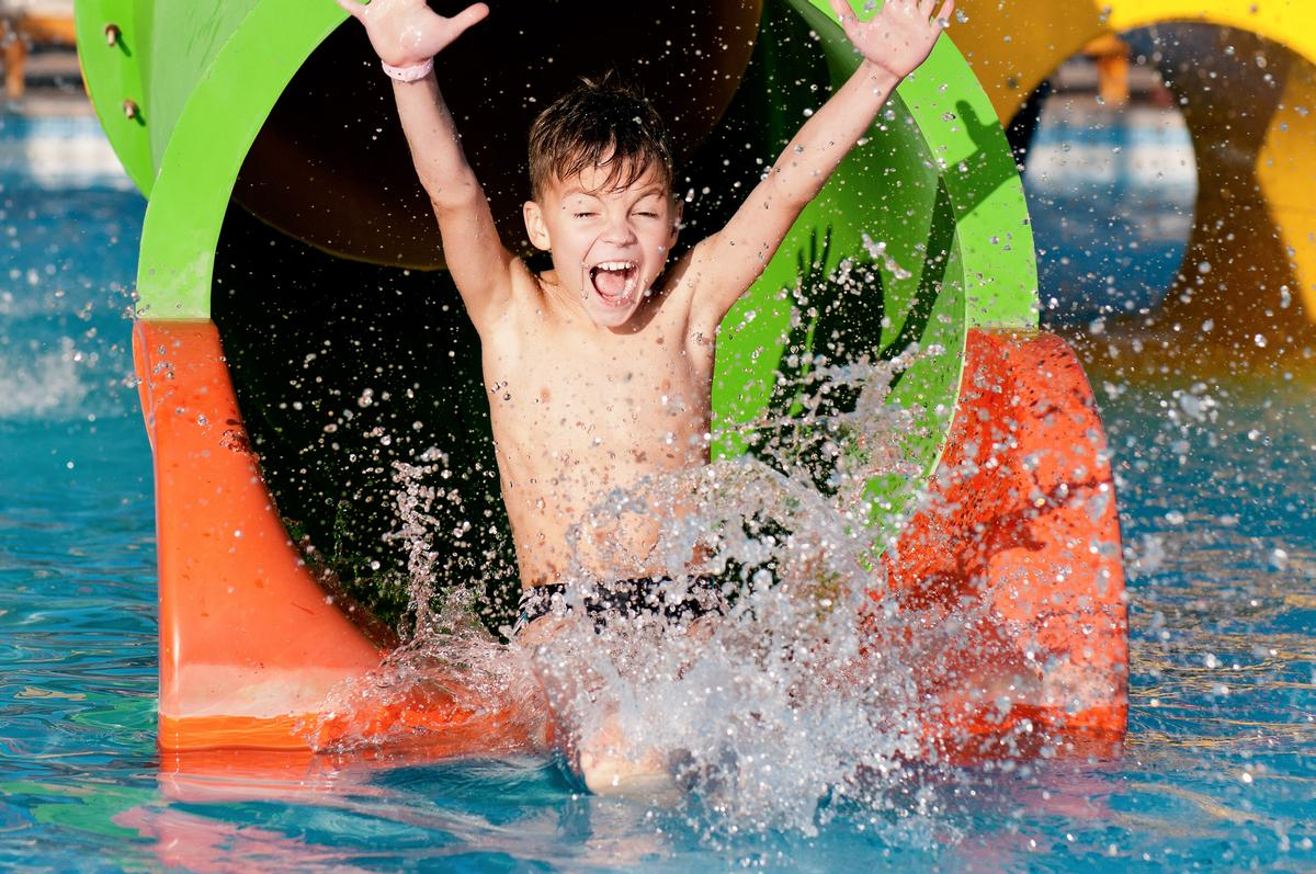 The water park and amusement park will be in the city's Pantelimon Park