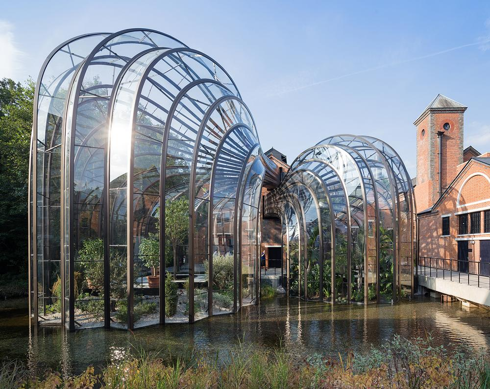 In the glass houses, iPad posts teach visitors about the botanicals and their origins / photo: © iwan baan