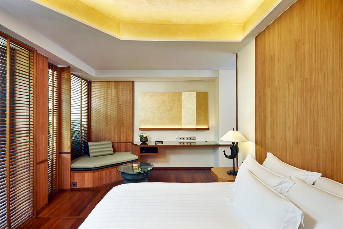Designed by US architect Ed Tuttle of Paris-based Designrealization, the decor uses clean lines to deliver cool, contemporary interiors while retaining the essence of Chiva-Som style / Chiva Som