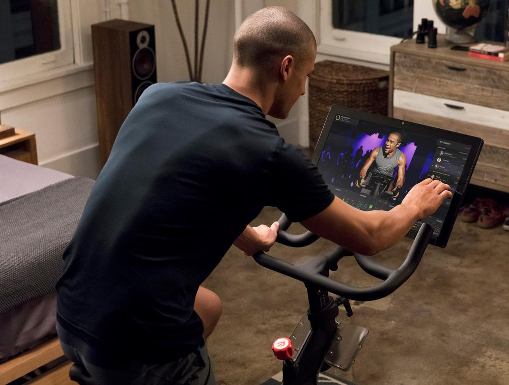 Peloton classes are live streamed to the high-definition touchscreen / Photo: shuTterstock.com