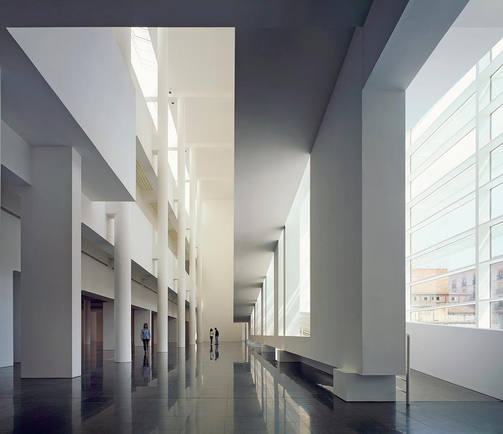 The Barcelona Museum of Contemporary Art features white, light-filled open spaces / Photo: ©Scott Frances/OTTO