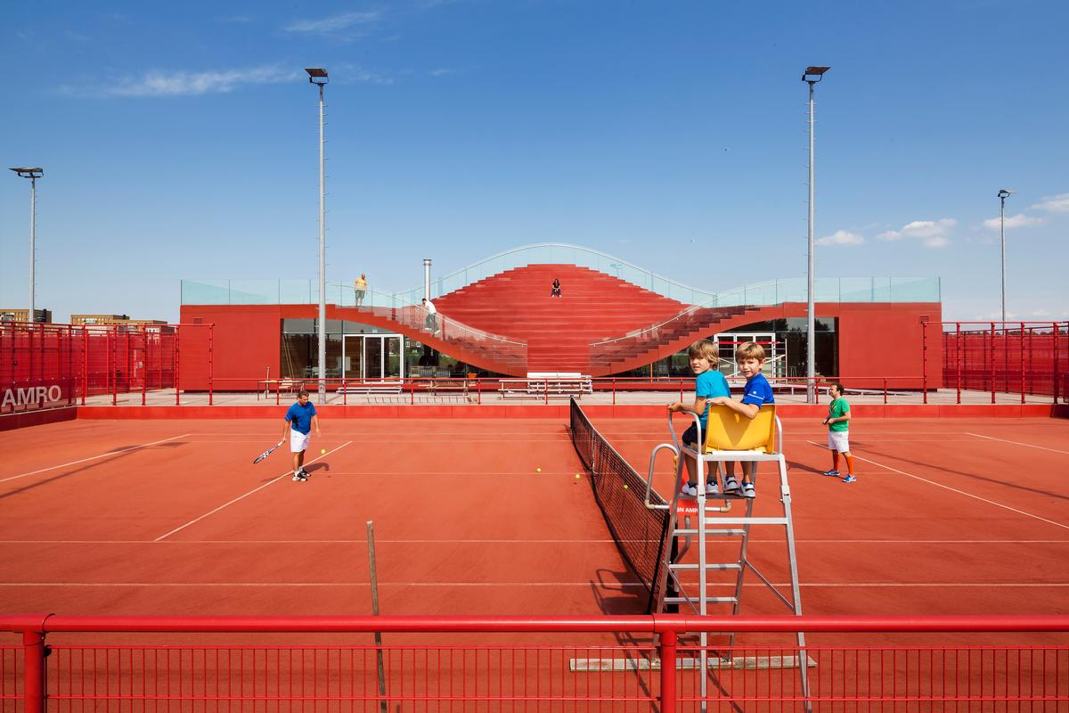 The clubhouse is the new home of Tennisclub IJburg / Daria Scagliola & Stijn Brakkee