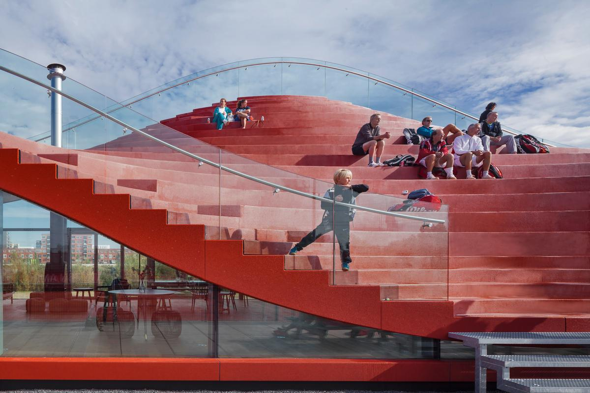 The building can seat up to 200 spectators / Daria Scagliola & Stijn Brakkee