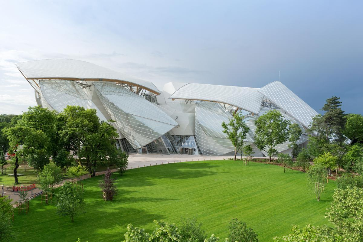 The €100m (US$132m, £80m) Fondation Louis Vuitton won the prize for Gehry's famous 'glass cloud' design / Iwan Baan
