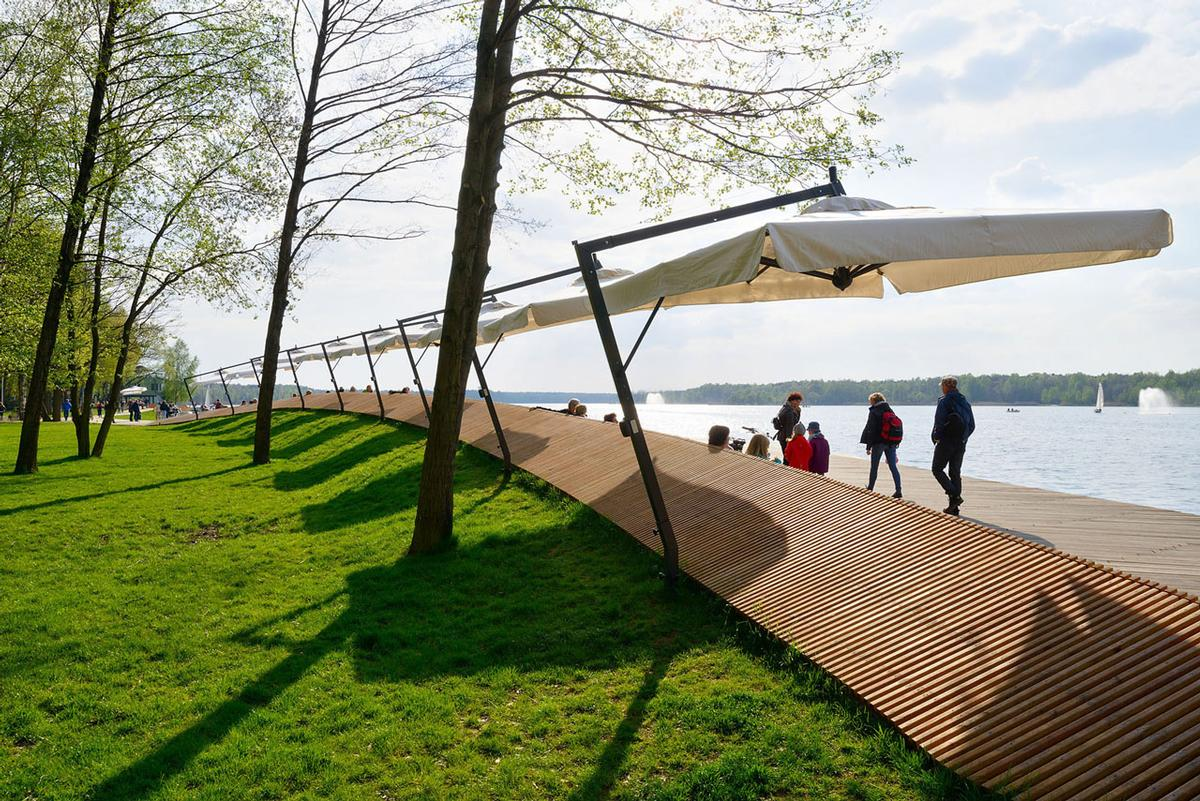 RS+ were tasked last year by Tychy City Council with creating a new recreational space for the city's inhabitants on land that had previously only been used by local fishermen / Tomasz Zakrzewski / archifolio.pl