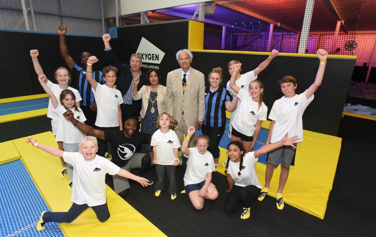 Mayor Harbhajan Kaur Dheer, CEO David Stalker, Sébastien Foucan and local children
