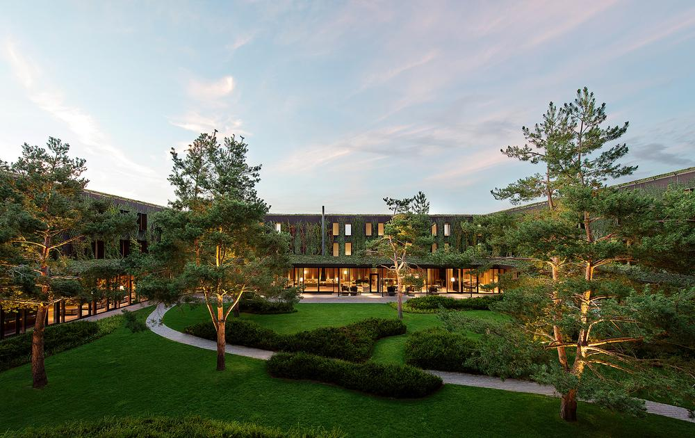 The rooms at the Lanserhof Tegernsee are arranged around a central courtyard / Photo: Alexander Haiden