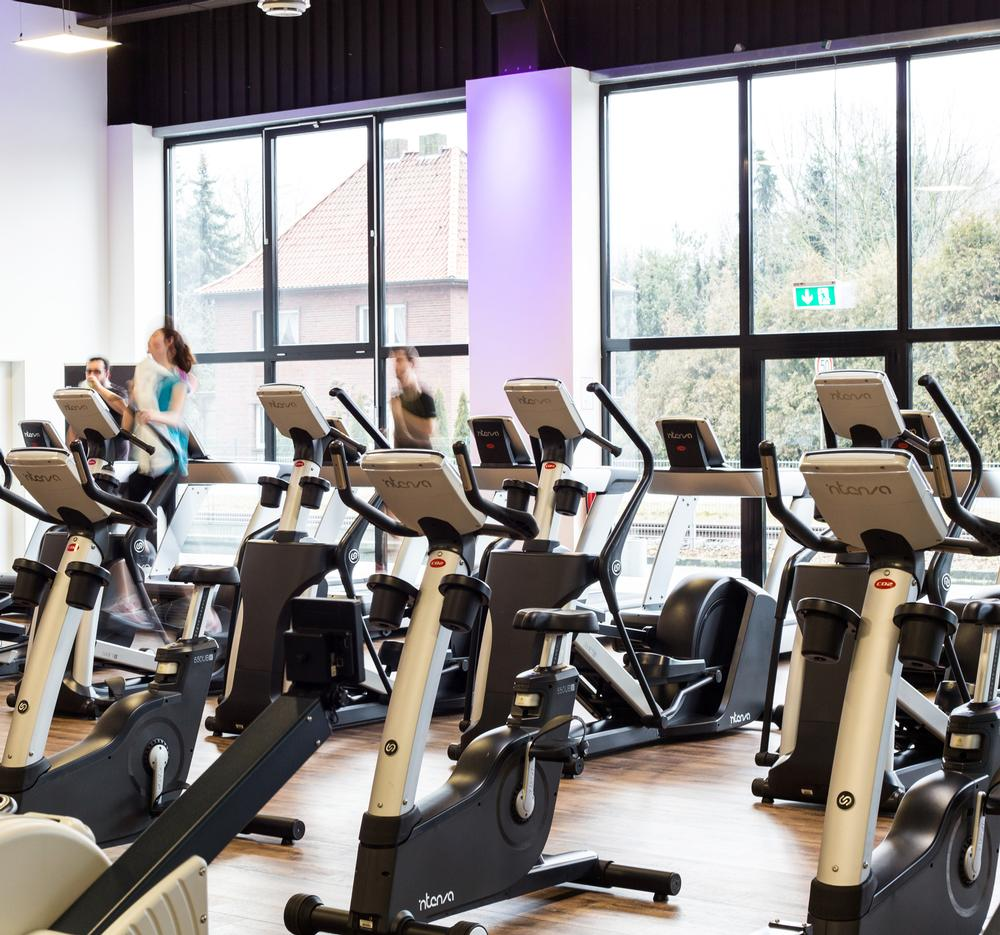 The e-series elliptical and bike consoles are activated by the exerciser's effort, at 40 strides or 40 revs per minute