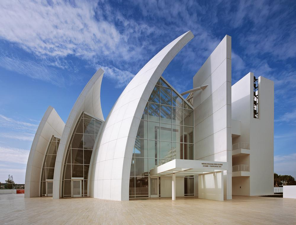 Richard Meier's Jubilee Church uses self-cleaning cement inspired by photosynthesis / PHOTO: Scott Frances/OTTO