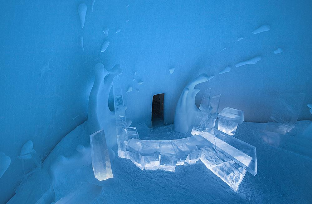 The Icebar was designed by Wouter Biegelaar, Viktor Tsarski and Maurizio Perron. / PHOTO: VIKTOR TSARSKI