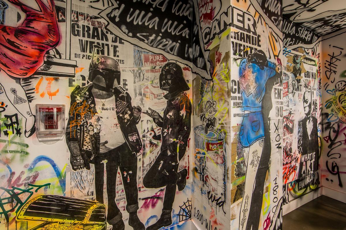 Darth vader and Boba Fett have a chat in a mural created by street artists WIA and Stikki Peaches / Patricia Brochu