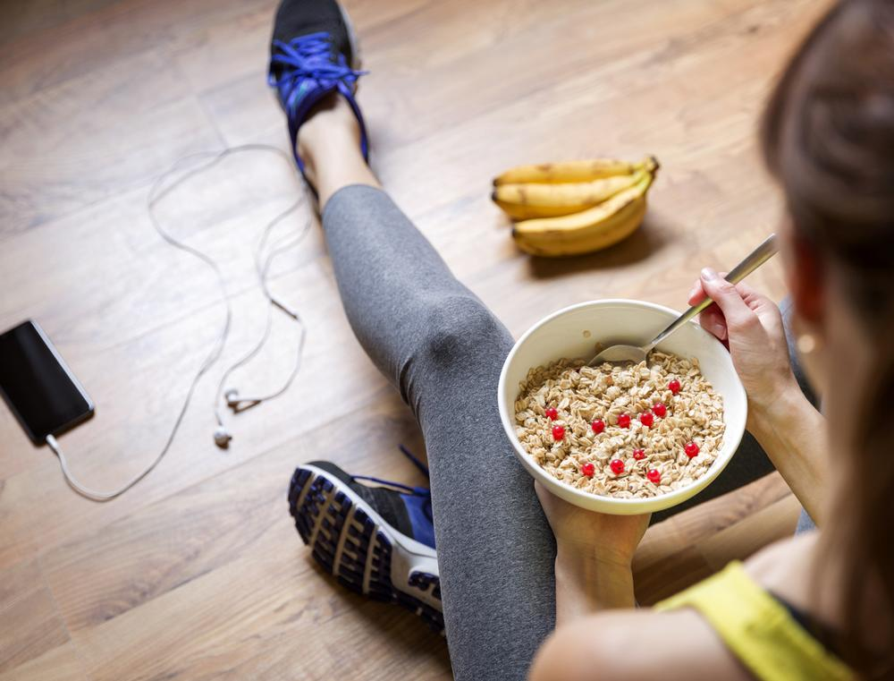 Exercisers desire convenient ways to fit healthy eating into their lives / PHOTO:  SHUTTERSTOCK.COM