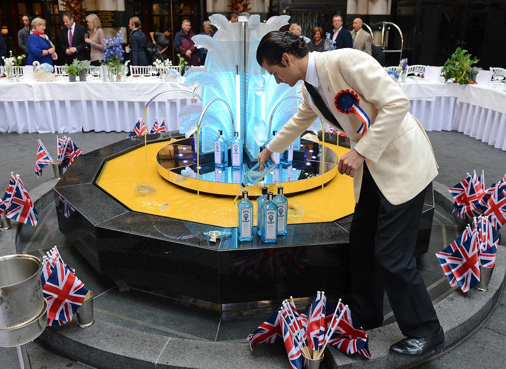 In June 2012, the fountain in the Savoy Court was filled with 360 litres of Lorincz's cocktail