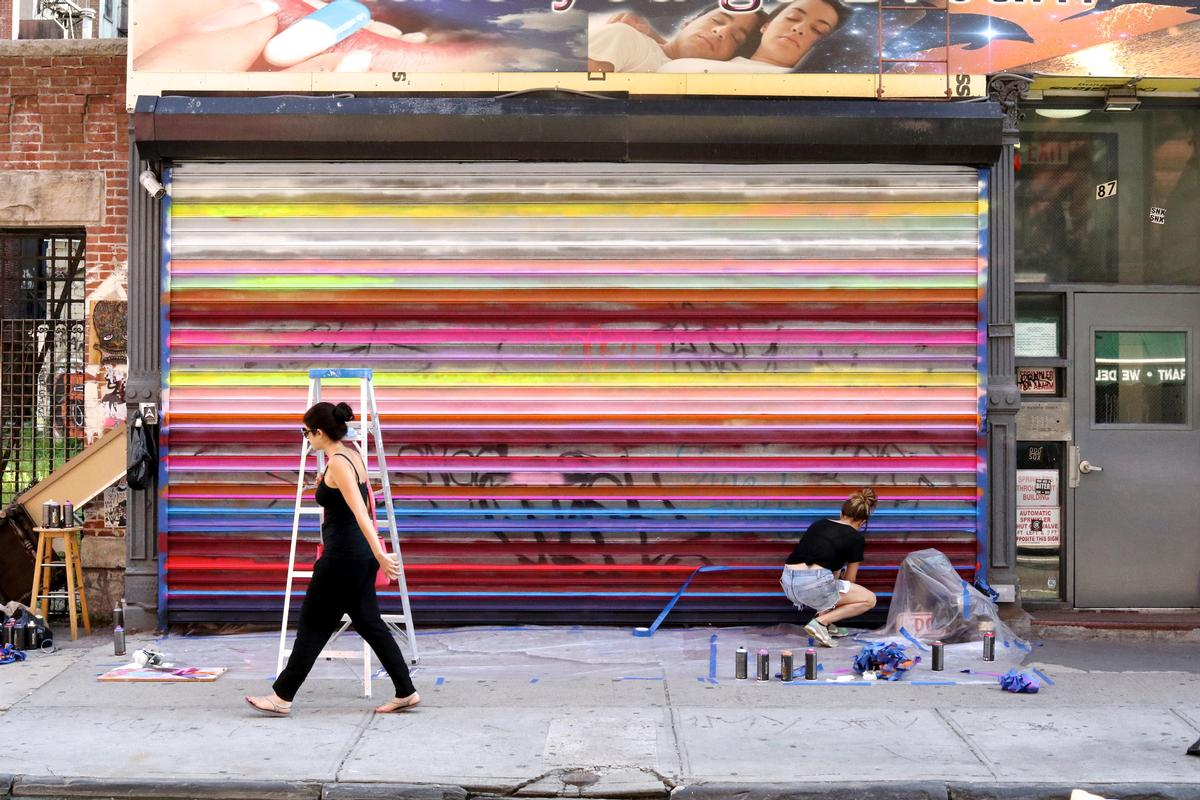 The 100 Gates project aims to beautify the neighbourhood / Nina Loschiavo