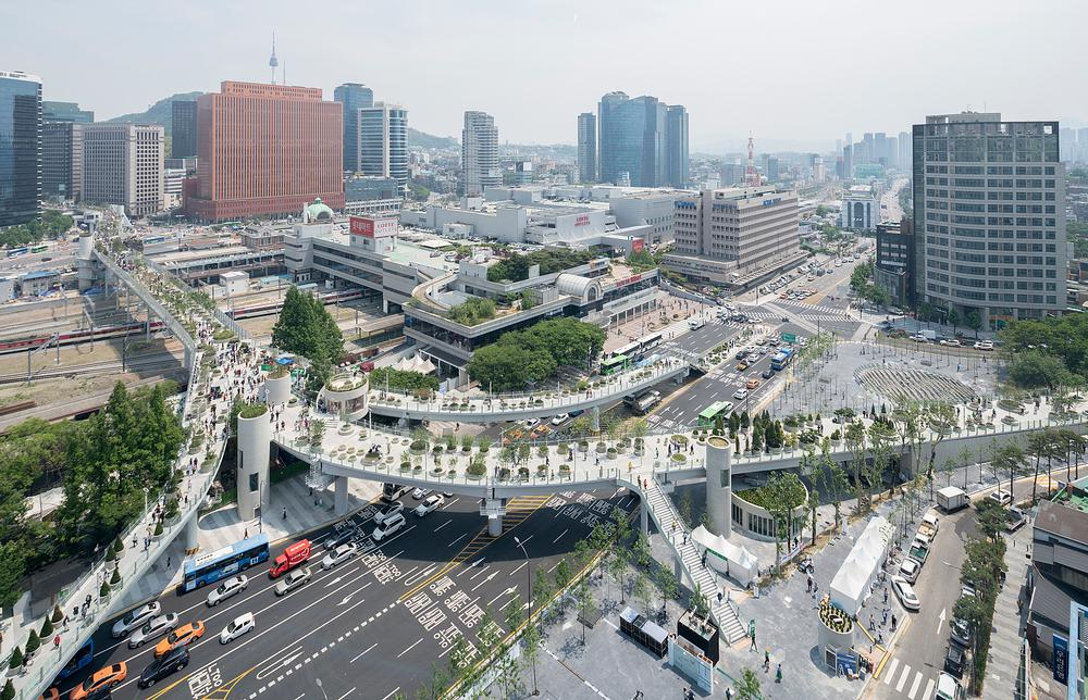 The skygarden is separated into several zones along its lengthy route across downtown Seoul