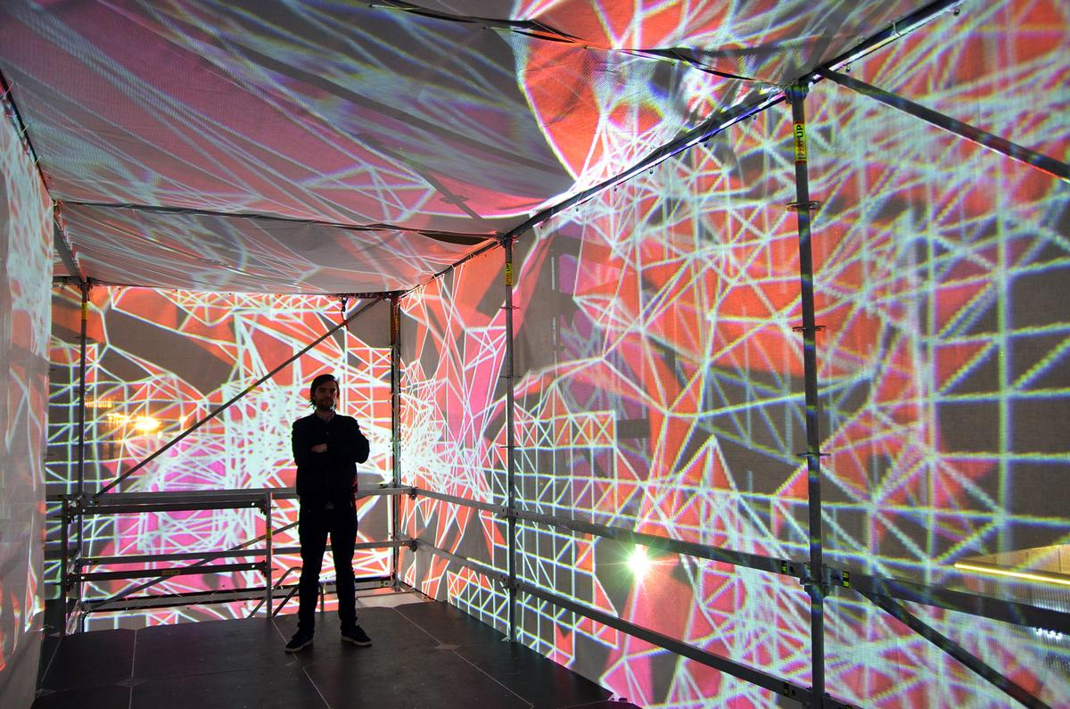 Marco Zotes has designed an ever-changing physical and digital environment of light and shadows, accompanied by an ethereal electronic soundtrack / Marco Zotes