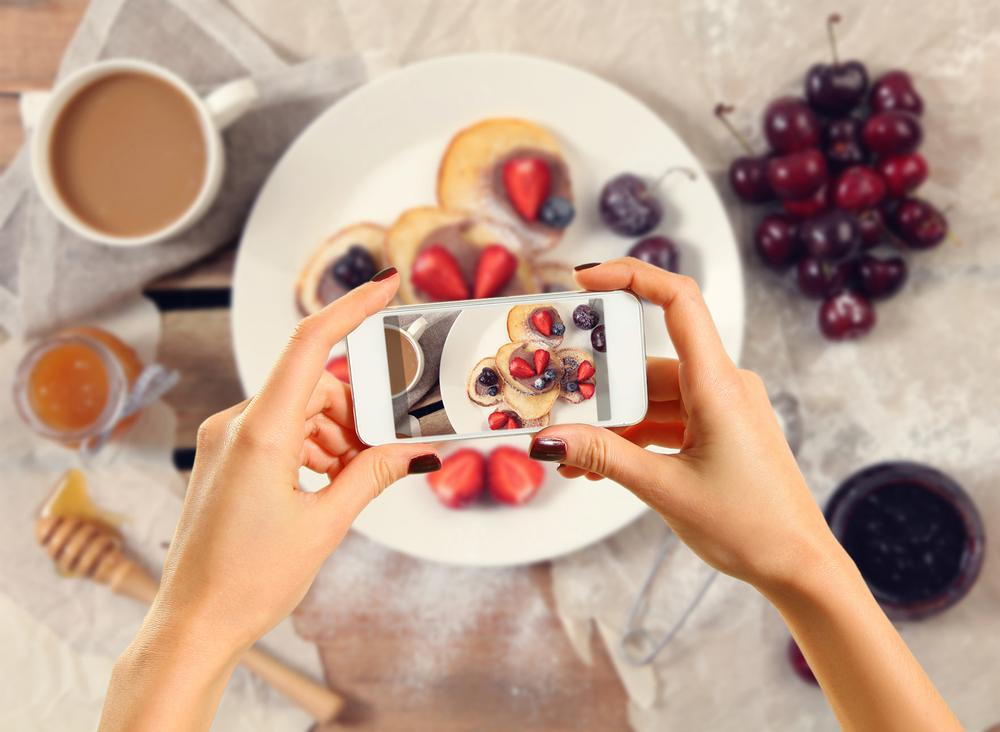 The 'mentor-to-protégé' economy: Health clubs could offer members customised eating plans based on shared photo diaries / photo: www.shutterstock.com