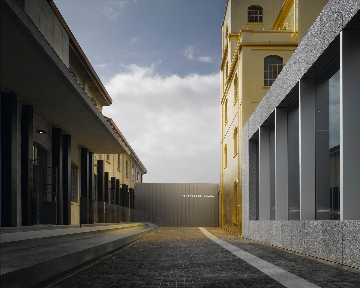 One of the most striking features is a 24-carat gold-clad building / Prada Fondazione
