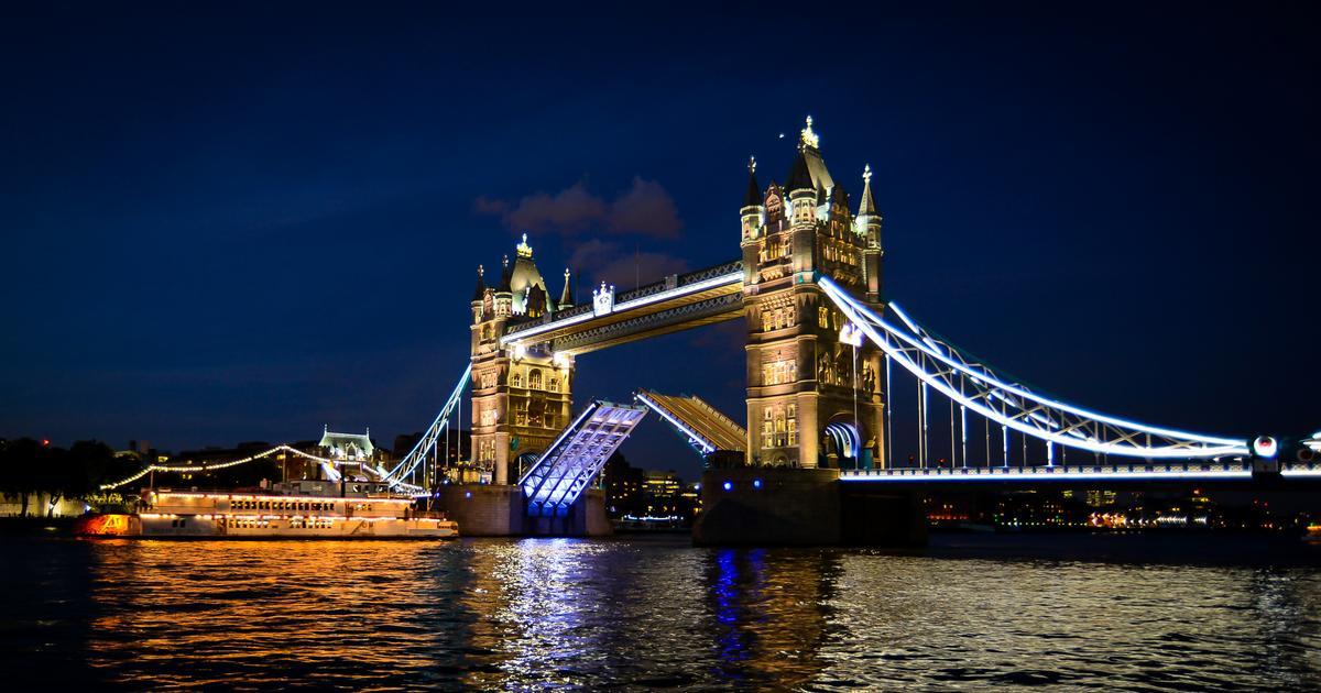 London's Tower Bridge is a famous tourist attraction / Kashif