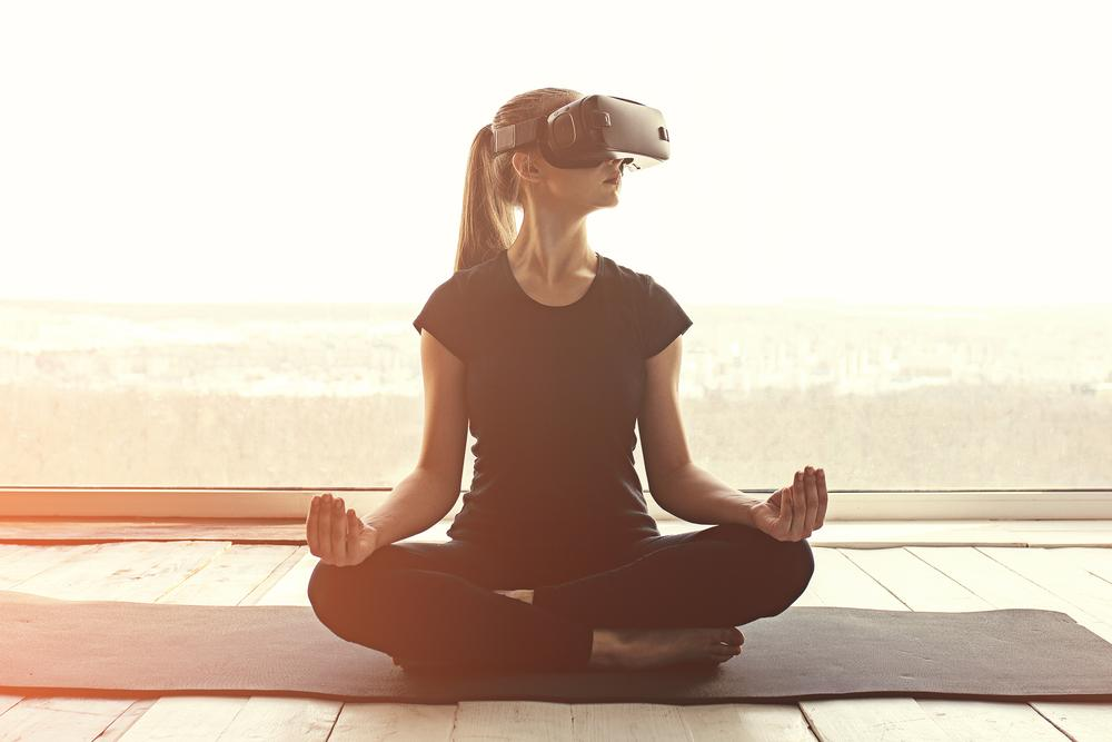 Spending for on-demand fitness exceeds spending at yoga and Pilates studios in the US / Photo: shutterstock.com