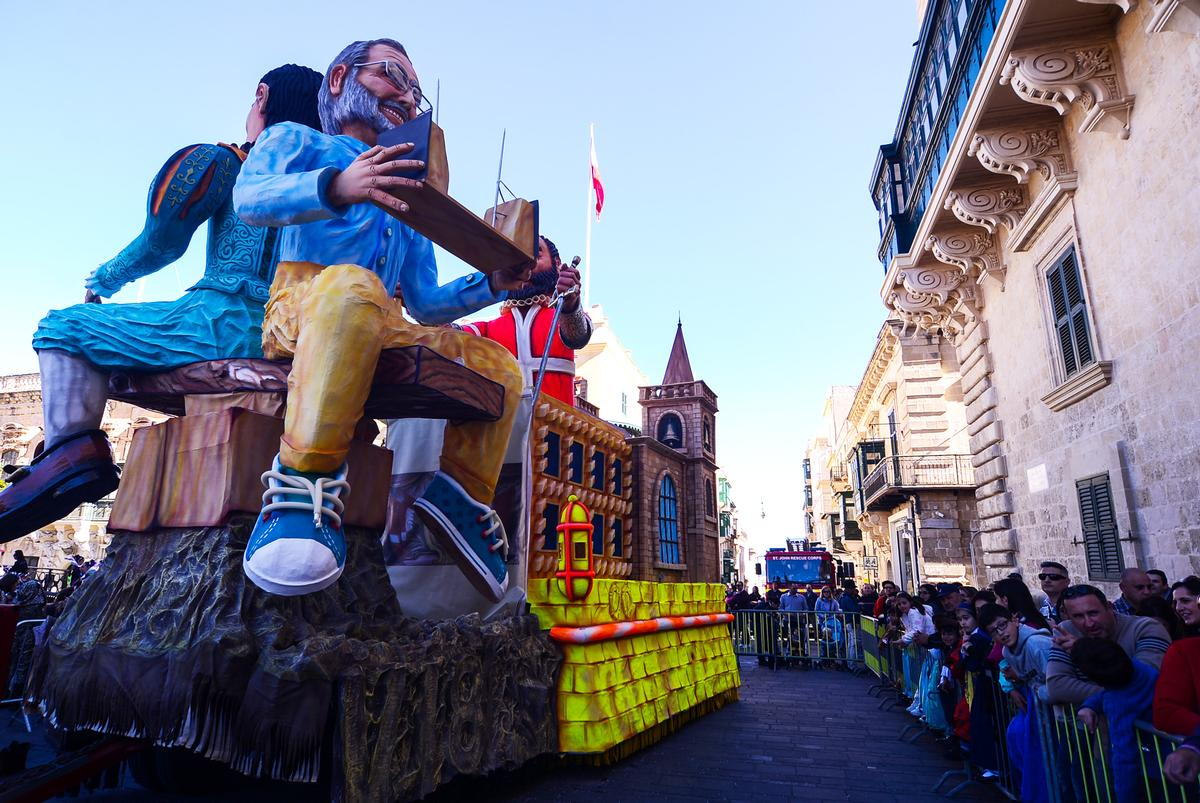 Renzo Piano made a high-profile appearance on a float leading the carnival parade / Valletta 2018/ Jonathan Borg
