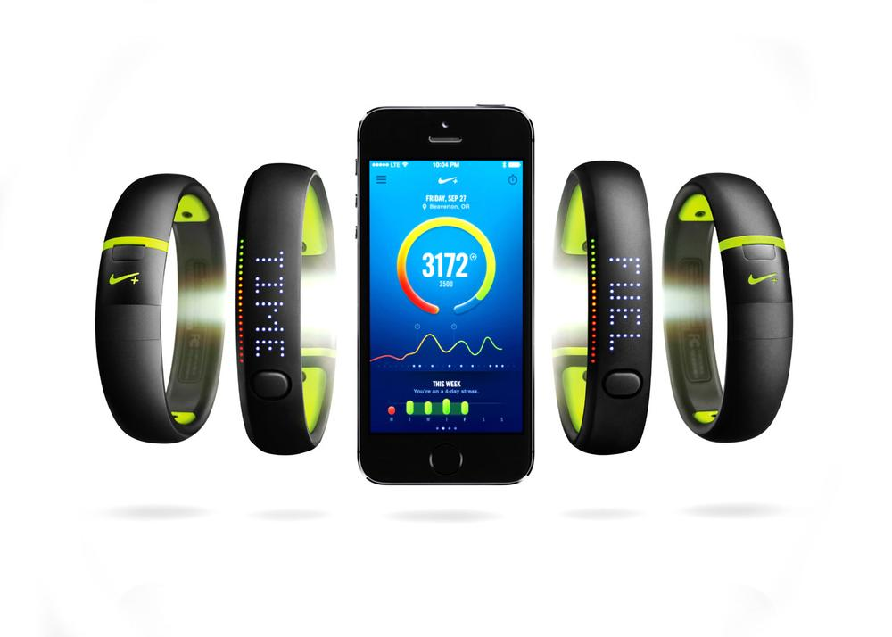 The Nike+ Fuelband SE links with mobile devices to display fitness statistics