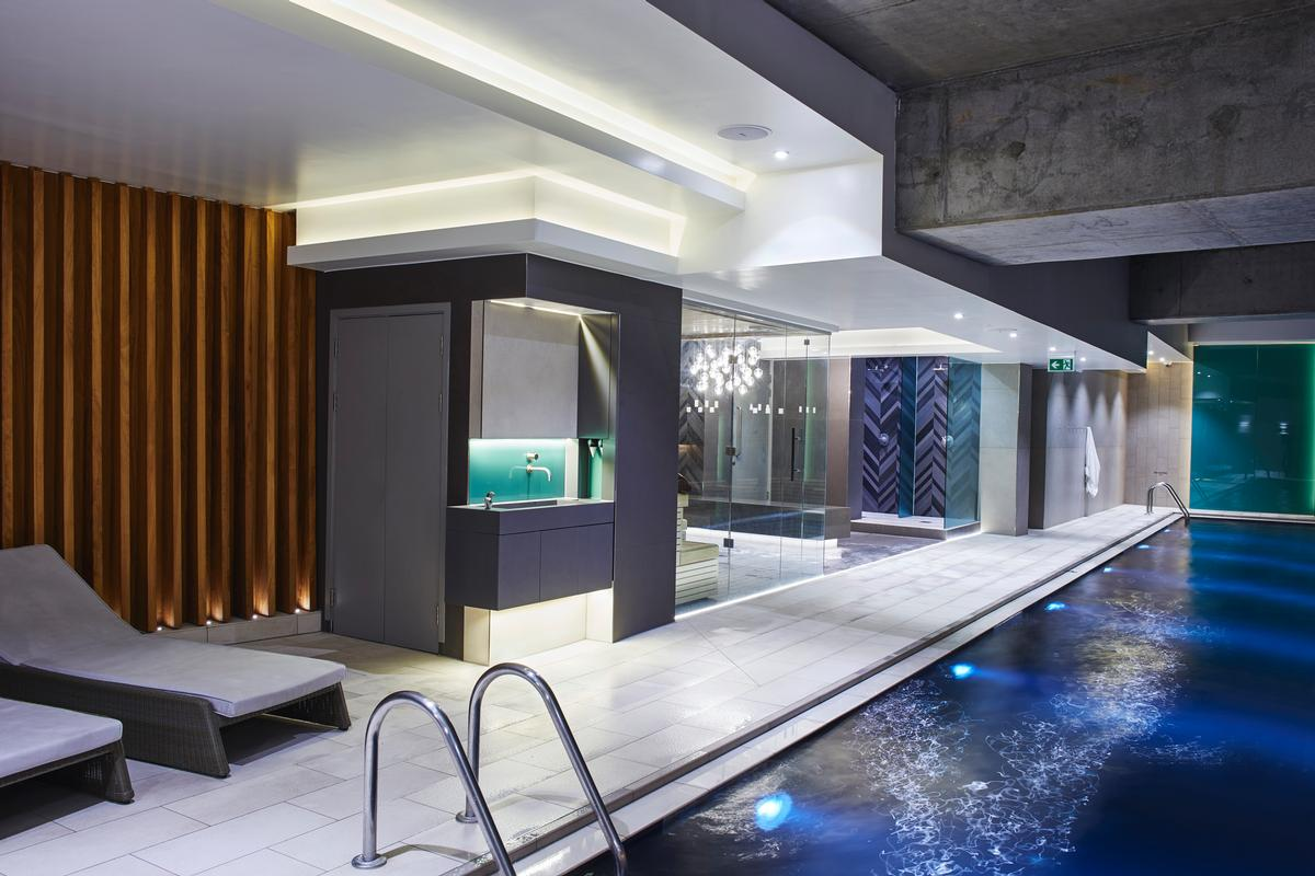 On the wellness side, the club contains a range of thermal experiences and a dramatic black swimming pool / Third Space