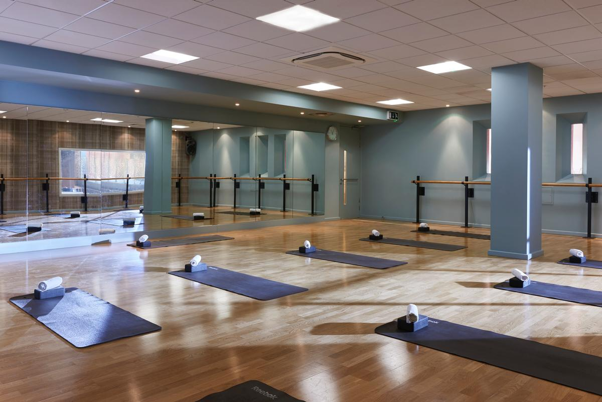 Yoga, barre, pilates classes are held in this dedicated studio / Third Space