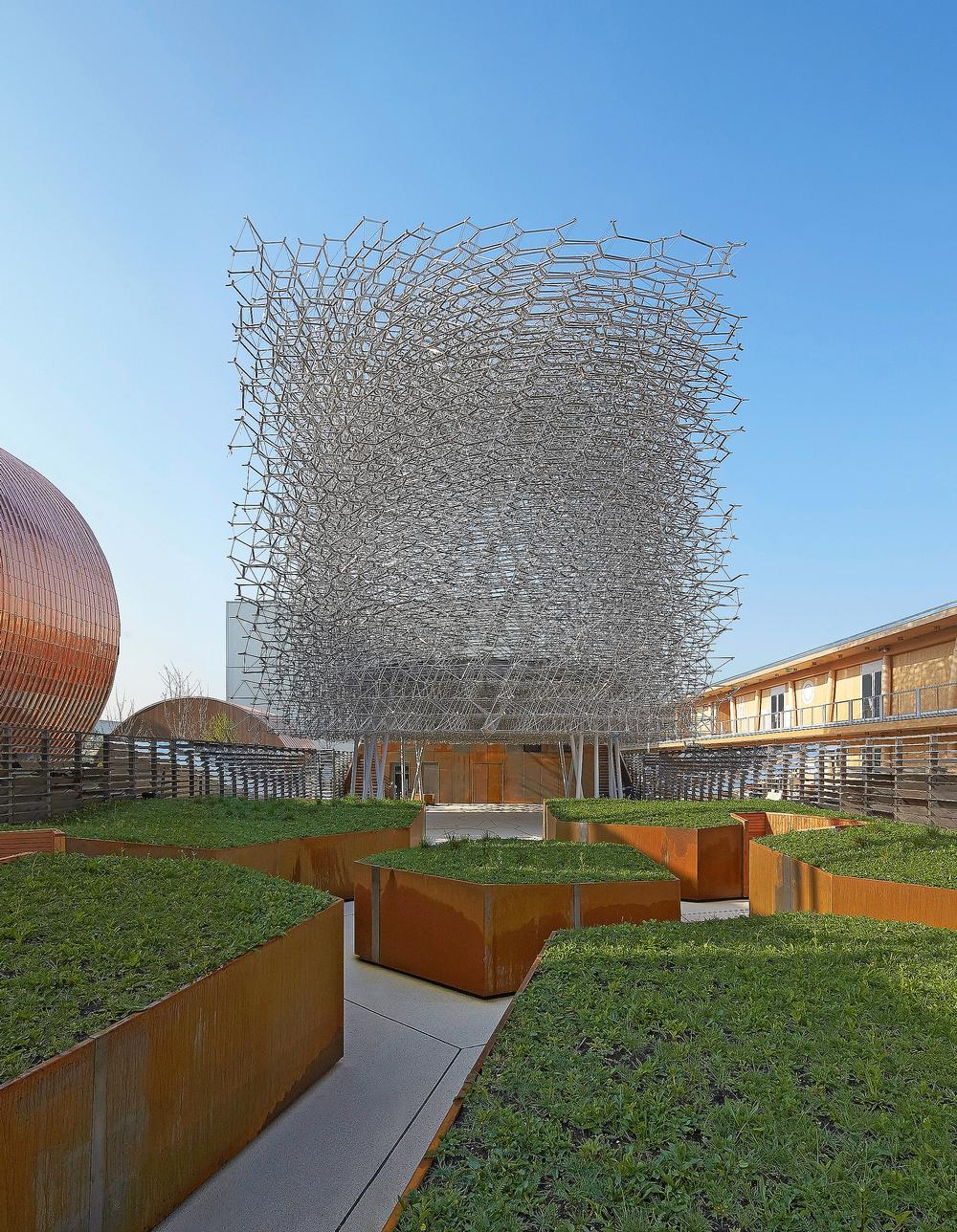 The HIve was constructed by Stage One, who also built Thomas Heatherwick's Olympic torch
