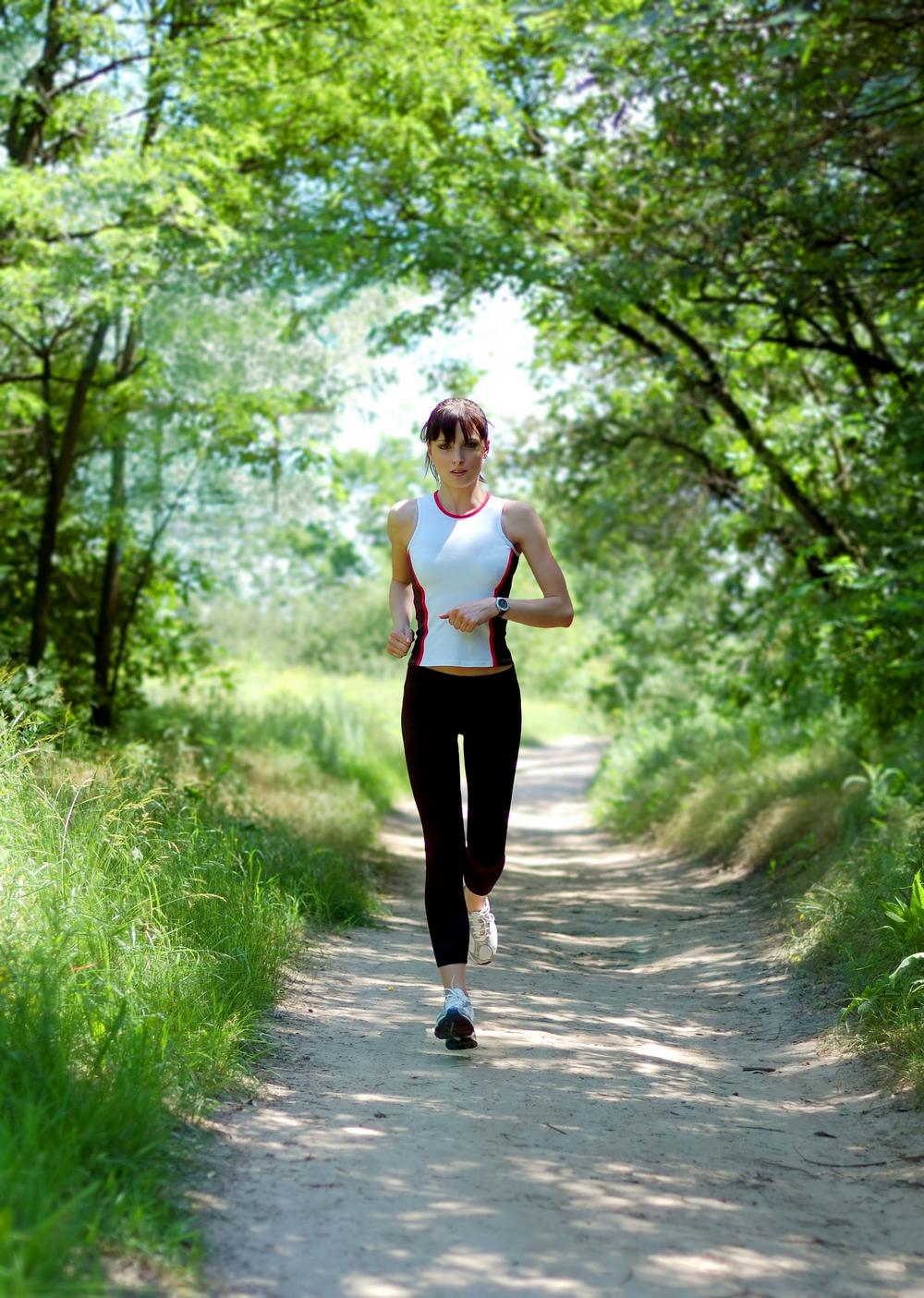 Clubs could invest in apps that monitor members' wellbeing while they work out / Photo: shutterstock.com/maxpro