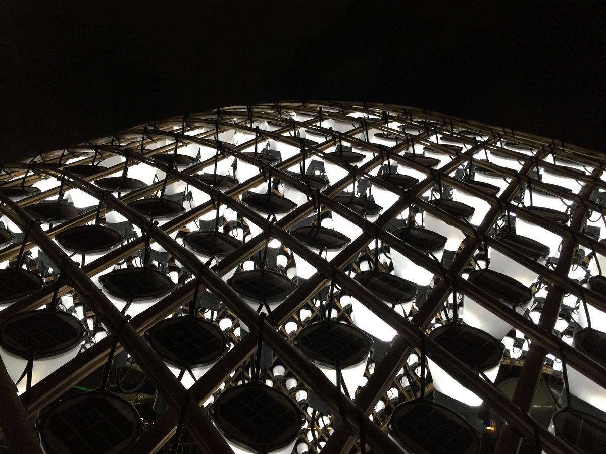 Solar power is harnessed to illuminate the pavilion at night / Snøhetta