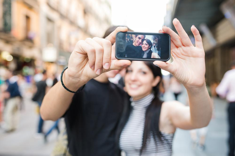 Consumers will increasingly turn to tools that allow them to reflect on their personal digital archives / Photo: shutterstock.com/victorsaboya