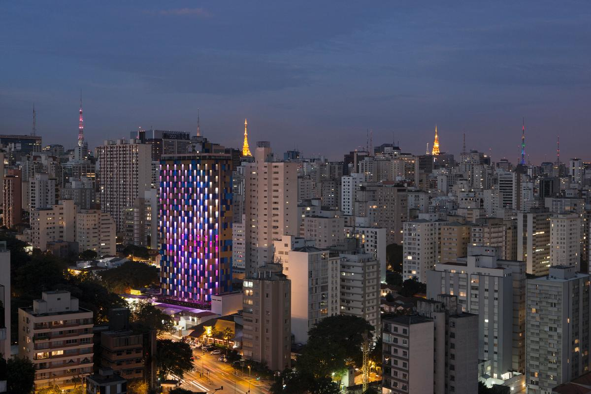 The facade creates an interactive dynamic with the city and its inhabitants