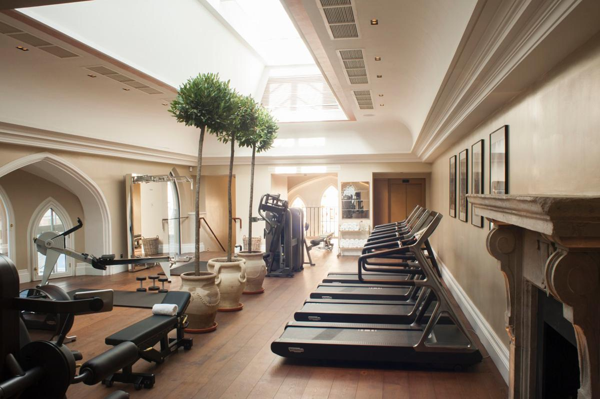 The health club has a gym, fitness studio, bathhouse, hammam, banya, saltwater Watsu pool, relaxation areas and a tea library / SKC