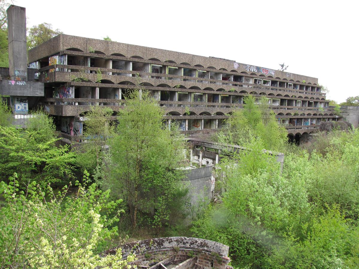 The building, created 50 years ago, is both a modernist icon and a ruin / Wikipedia