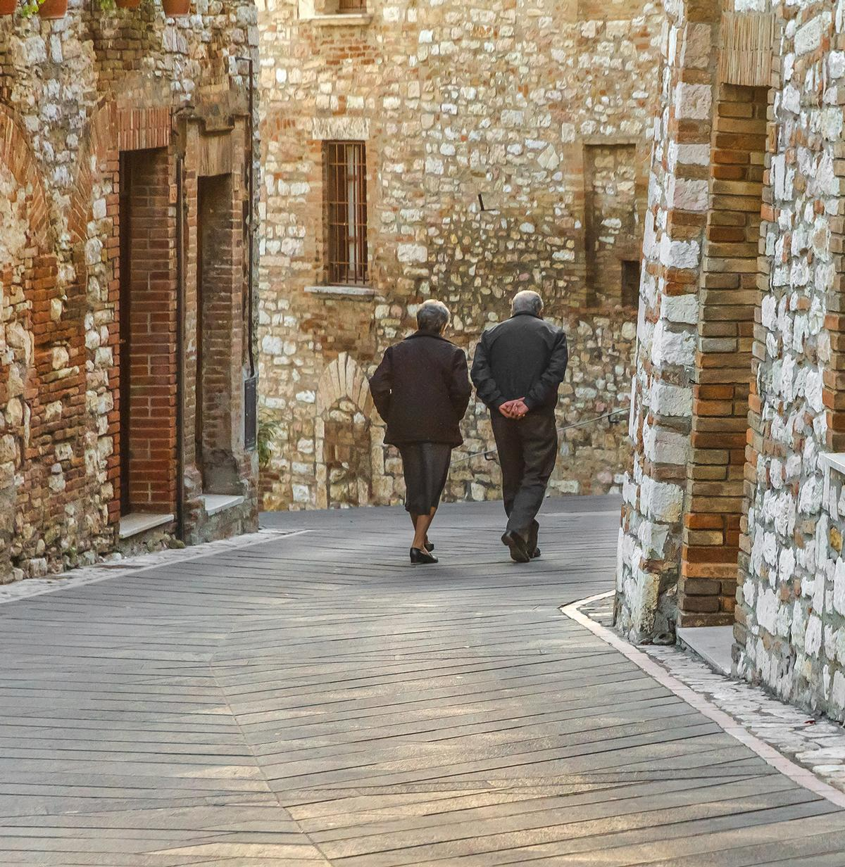Researchers are studying a group of 300 people, all over 100 years old, living in a remote Italian village / Shutterstock/Orietta Gaspari