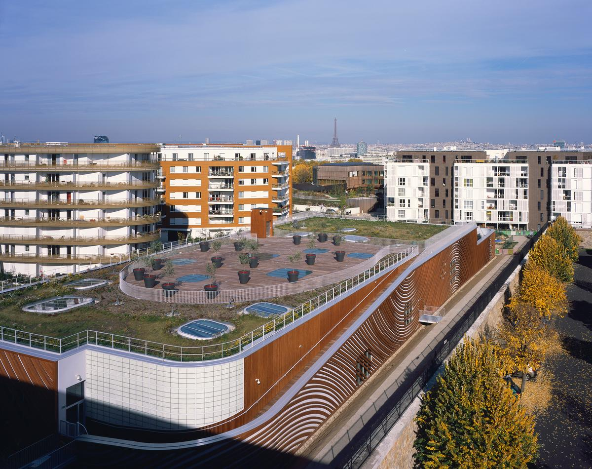 The rooftop has been designed as a 'fifth facade' / Hélène Binet