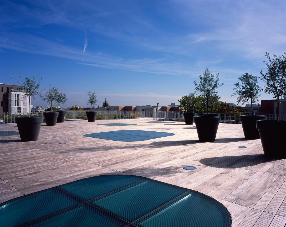 The rooftop terrace includes a space for relaxation / Hélène Binet
