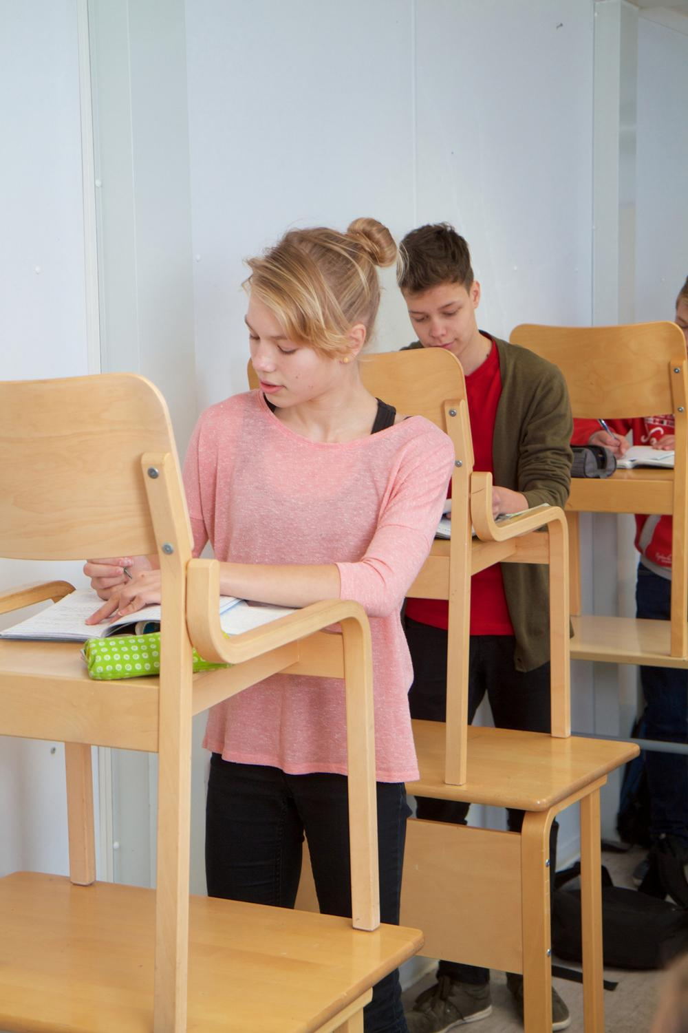 Standing desks allow pupils to strengthen core muscles while studying / Schools on the Move/Jouni Kallio